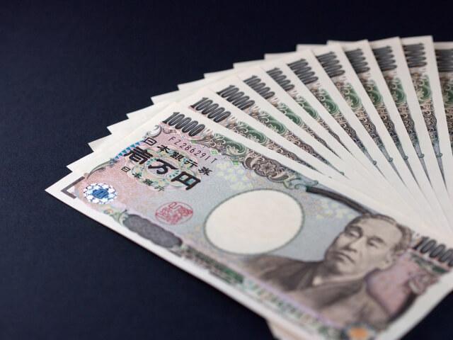 並べられた一万円札