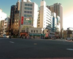 東京の神田神保町の交差点