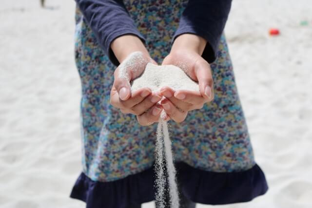 手に集められた砂