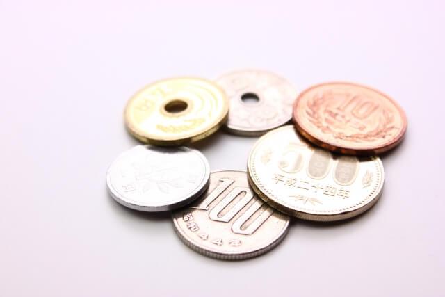 並べられた硬貨